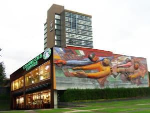 Si la UNAM es cultura, y si el café es cultura, y si Starbucks es café, entonces Starbucks es cultura universitaria.