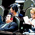Inventan un revolucionario sistema para que los diputados puedan legislar mientras duermen 4