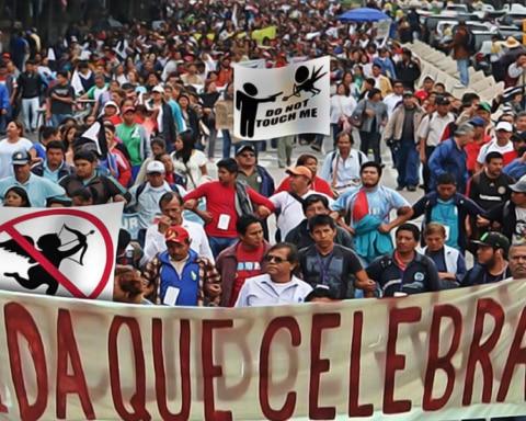 Multitudinaria marcha contra el Día de San Valentín paraliza la Ciudad de México 4