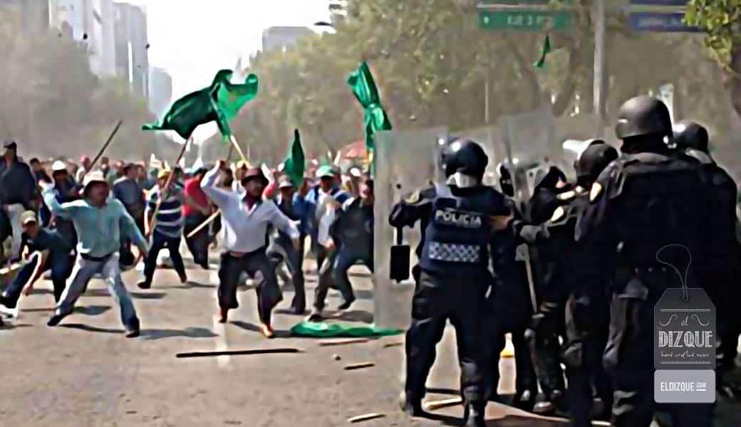 Chocan en la Ciudad de México granaderos y manifestantes contra el eclipse solar 1