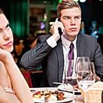 Usar el celular en la cena de Navidad contará como violencia doméstica 2